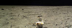 Descripción La Administración Nacional del Espacio de China señalando que la sonda comenzó a disminuir su velocidad y entró en la órbita polar lunar elíptica con una periluna de 100 kilómetros